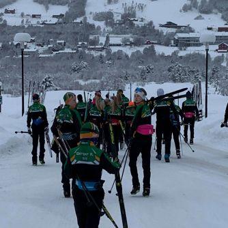 Skisamlig Geilo på vei til økta - slalombakker i bakgrunn